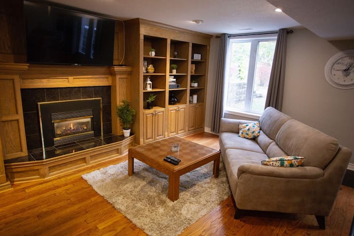 Spectacular 2 Bdrm Suite - Fireplace, Bar & BBQ