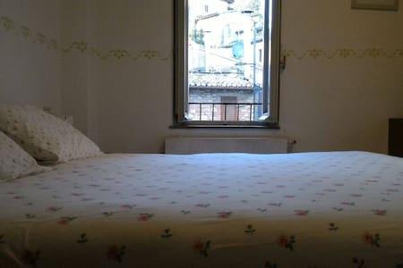 Assisi Camere Centro Storico - A Santa Chiara - Assisi - Hus