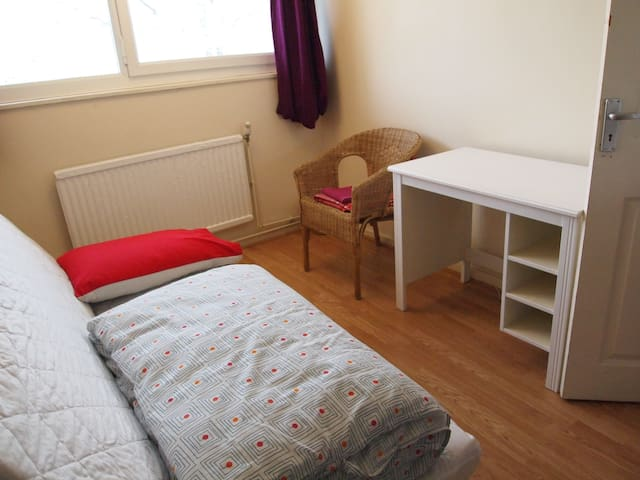 Single room in flat in North London