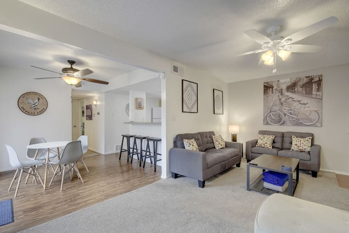 Cozy Value Space w/ Pool - 2 Bath - Only Min to DT