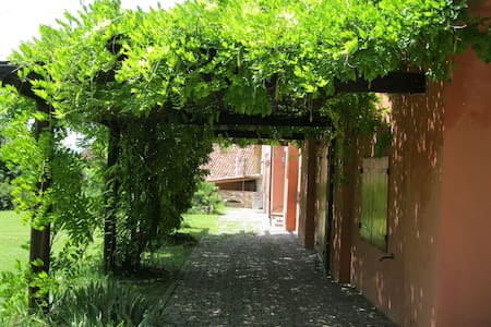 casa di campagna in collina - Quarti - บ้าน