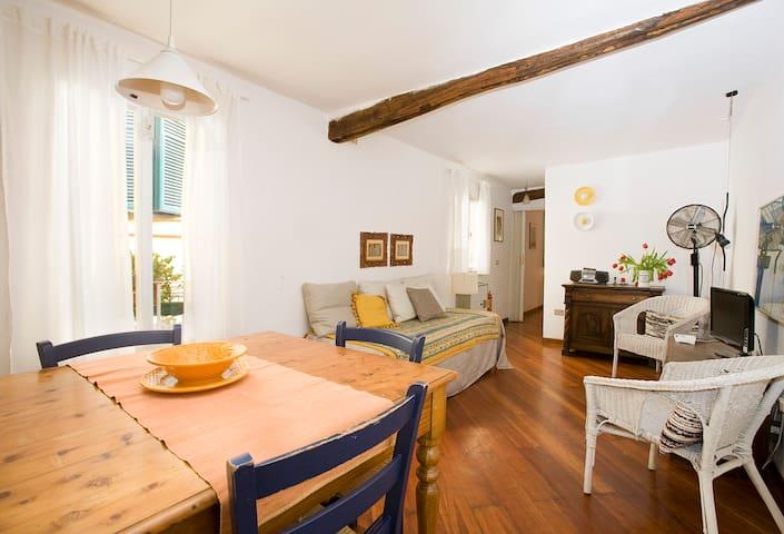 a romantic apartment in san Niccolò