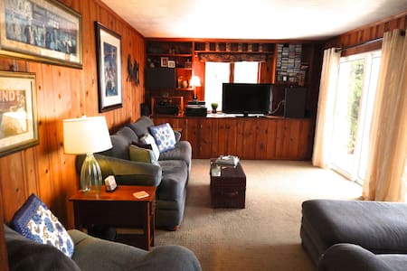 Cozy Hilltop Retreat in Central MA - North Brookfield - Casa