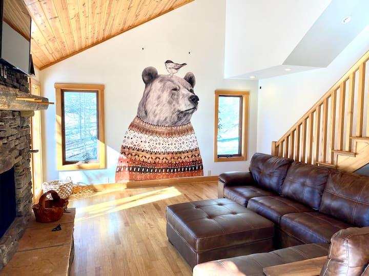 #1 Airbnb 6 Bedrooms, HOT TUB, SLEEPS 14