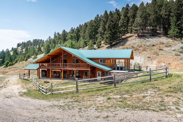Duck Creek Ranch - Privacy in a Custom Log Home on 400 Acres
