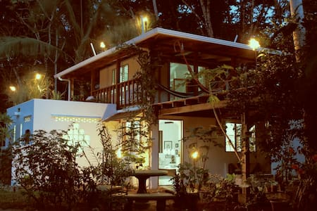 Adorable Surfer´s Beach House