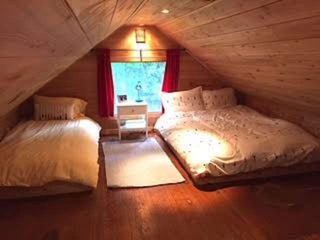 """COTTAGE #3 """"Main cottage"""": upstairs loft.  (2 x queen beds. 2 x single beds.  Sleeps: 6)  NOTE: accessed by a sloping ladder"""