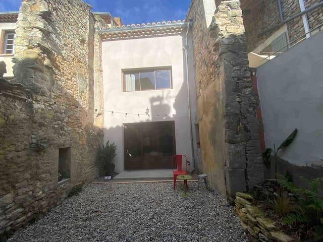 Chambre 14m2 avec terrasse privée cœur de village