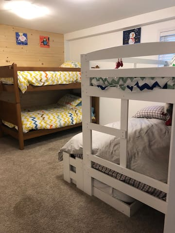 Bunk room - Sleeps 6 - Bunk bed with double, single & single trundle that slides out as well as single bunk bed.  A great space for the kids with a good variety of board games, lego, books etc to keep the kids busy.
