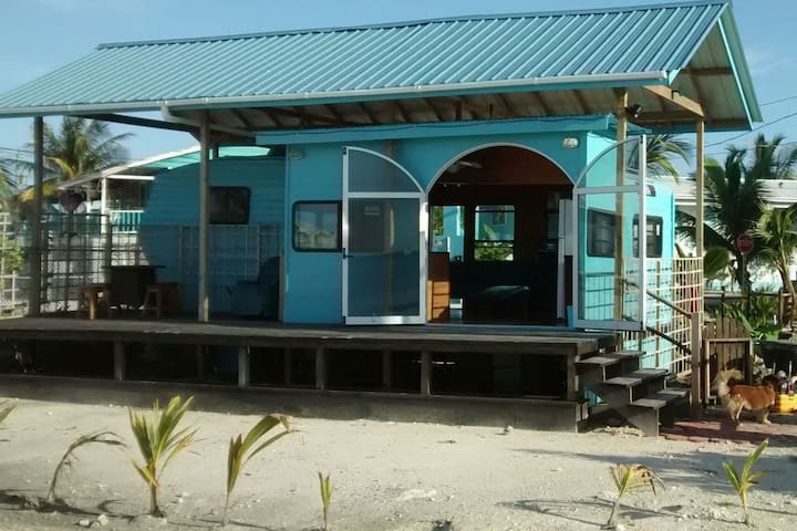 Bakkatown Belize Tralapa, Casita on the seafront