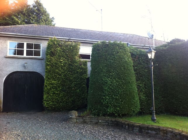 3 Bedroom Coach House Sleeps 8 - 12 - Naas - House