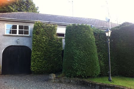 3 Bedroom Coach House Sleeps 8 - 12 - Naas