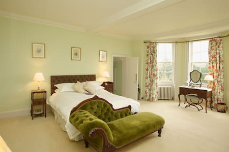 Gainsborough Room with en suite - Hadleigh