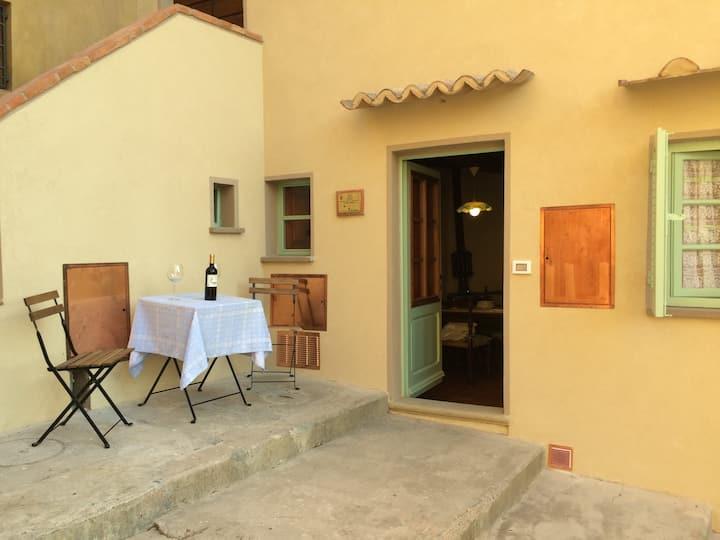 """""""Il Carbonaio"""" appartamento in Borgo Medievale"""