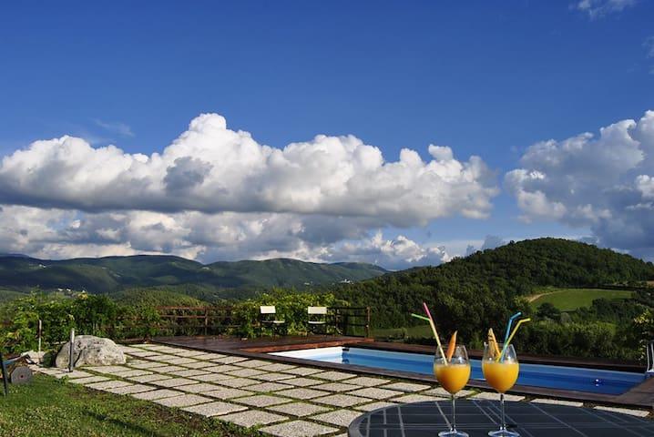 4) Appartamento di campagna con giardino e piscina