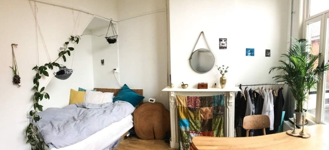 Nice room in the middle of the city