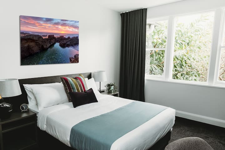 NEW private Queen Room w Ensuite near Wollongong