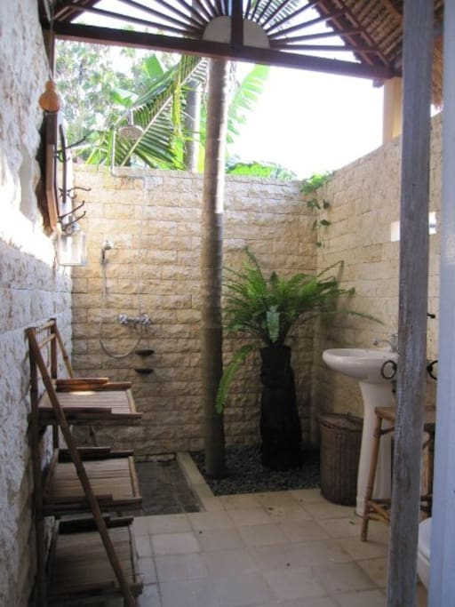 Balinese traditional barn house - Guesthouses for Rent in ...