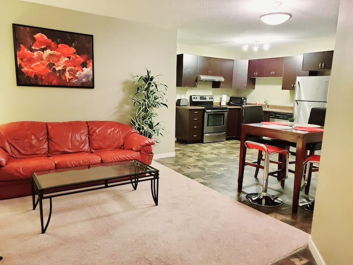 Home Away - 2 BR townhouse 10 mins drive Airport