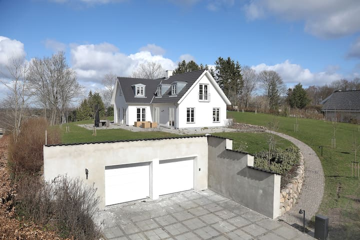 Newly built, Nordic style villa, 20 min from CPH