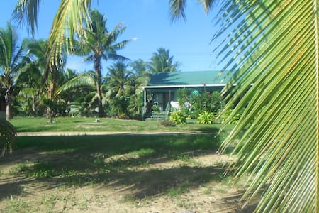 Petero's Place  Spacious Bungalow with Lagoon View - Arutanga - Bungalow