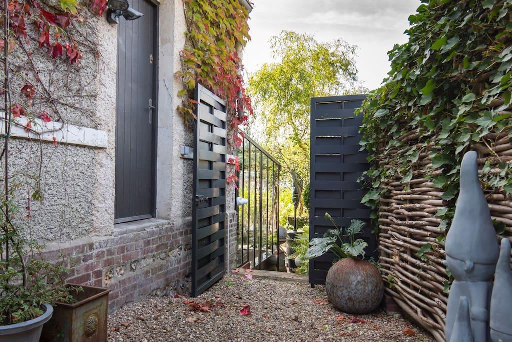 Superbe studio d co terrasse vue appartementen te huur in mont saint aignan normandie frankrijk - Deco voor terras ...