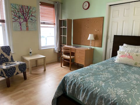 CLEAN ROOM for girl-Astoria-15mins to Manhattan