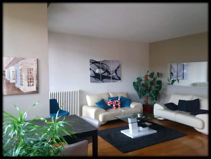 Coeur Ville-ChambreCalme-Balcon privé-Idéal visite