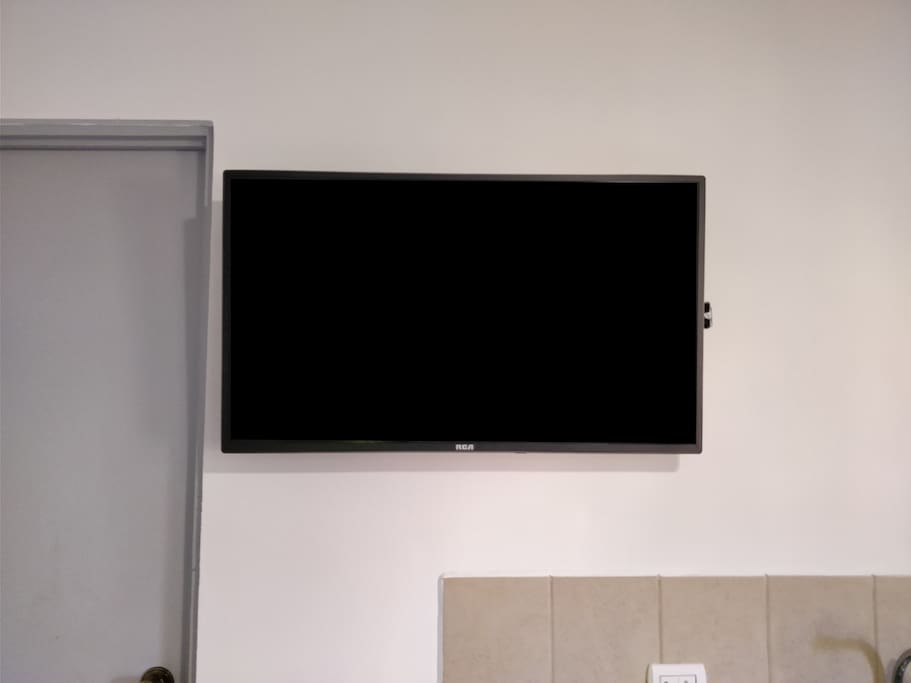 "40"" LED LCD TV with CableTV"