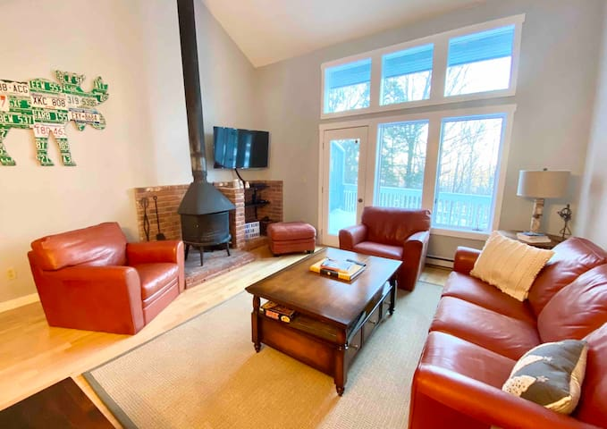 Slopeside Mountain Townhome - 5 min walk to lifts!