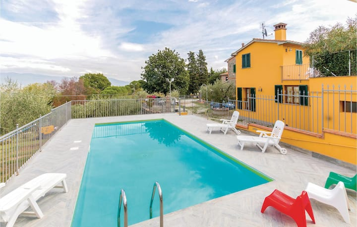 Nice home in Casalguidi PT with WiFi, Outdoor swimming pool and 2 Bedrooms