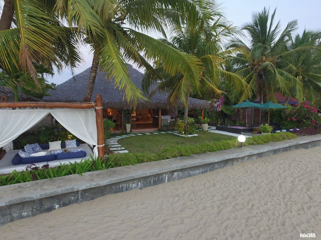 "Magnifique ""VILLA SAKINA"" beach front in Nosy be"