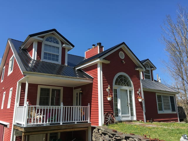 """Big Red"" Mountain House, 4 Seasons of Fun! - Prattsville - Hus"