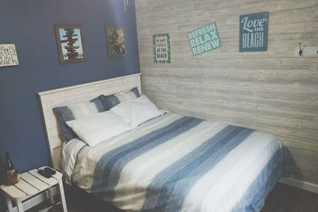 """The Beach Escape"" Beautiful Coastal Themed Room"