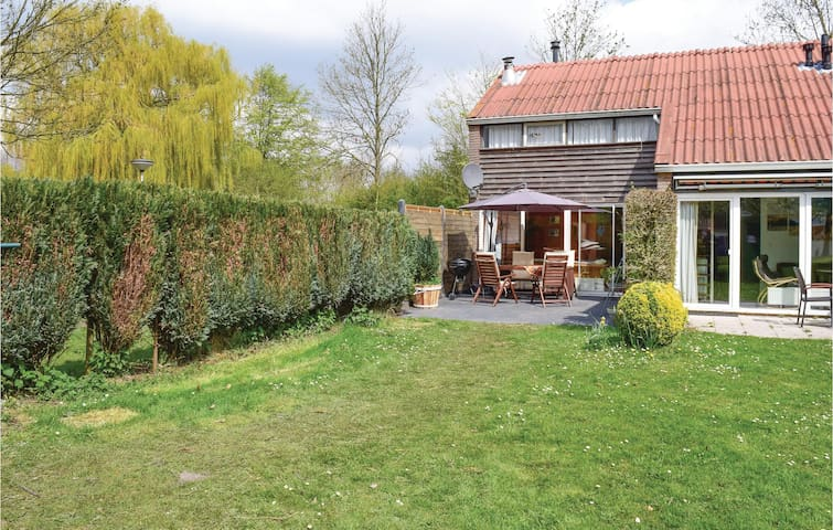 Holiday cottage with 3 bedrooms on 62m² in Bruinisse