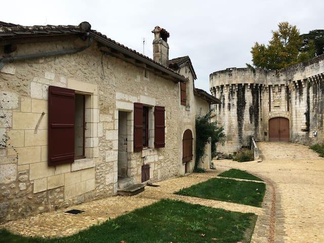 Au Pied du Chateau