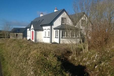 Large bedroom with own sitting room / Ox Mountains - Foxford