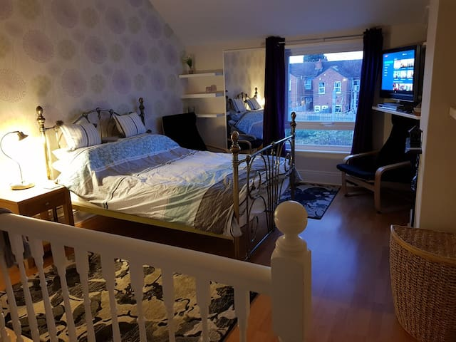Earlsdon at your feet. Large room cov/Warwick uni