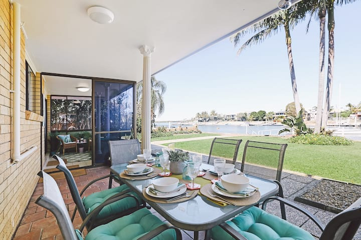 Gold Coast Waterfront - Runaway Bay 4 Bedrooms