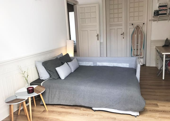 1 Private bedroom - Place Flagey