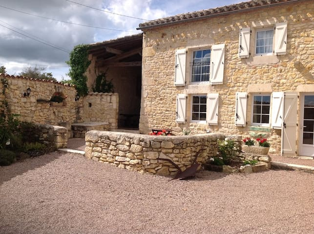 1 Bedroom Apartment near Cordes-Sur-Ciel