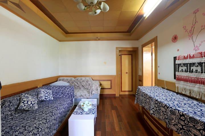 地铁一号线十二号线中间,一个安静温馨的房间。(莘庄和七莘路中间)
