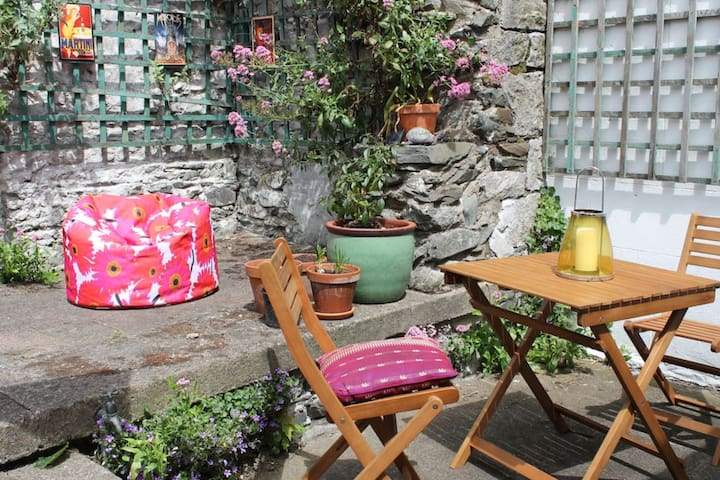 Cosy cottage close to beach & harbour - Skerries