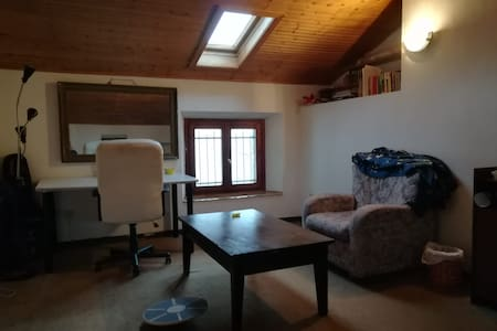 Wooden private room for students and travellers