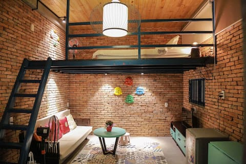 Stay&Chill   No.1: Ancient studio nearby Bui Vien