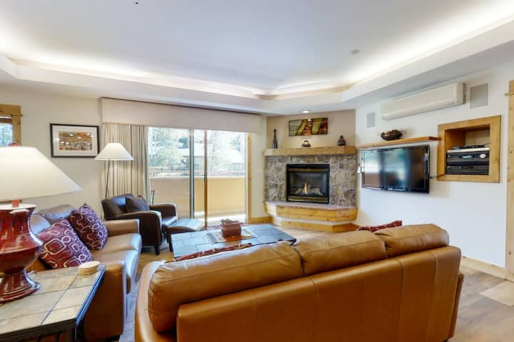 Supreme ski condo w/ a fireplace & full kitchen plus a shared, heated pool & gym
