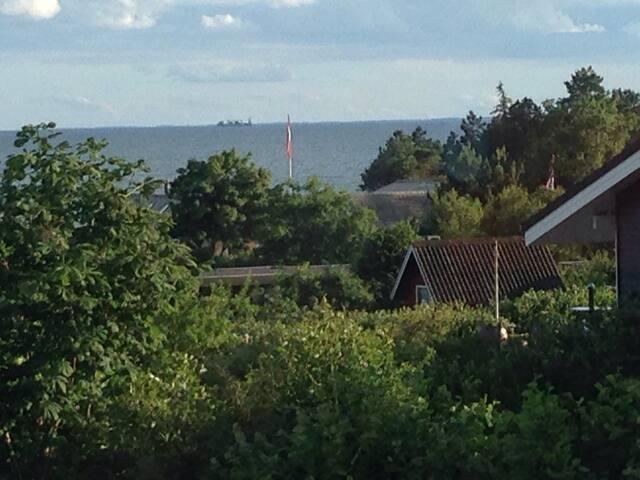 Hus ved stranden  - Knebel - Ev