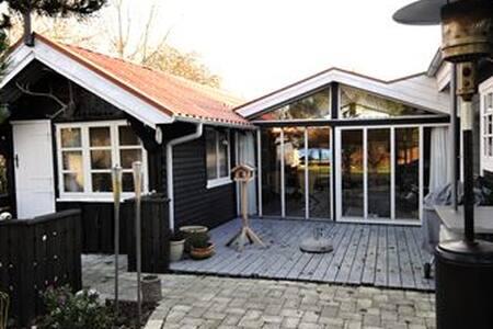 Dejligt Sommerhus. Mini Ferie, Uge Ferie, 11 pers - Fyn