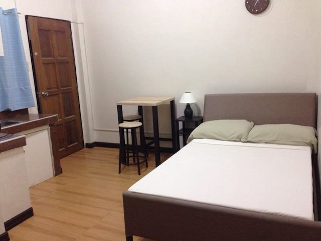 JIRO ROOM RENTAL - less 1km from the airport!