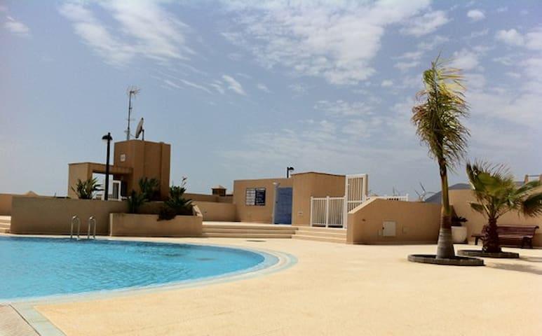 Apt.pool to two meters , 5min beach, Tenerife